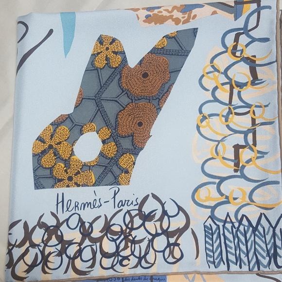 Hermes Accessories   Salenwt La Maison Des Oiseaux Parleurs   Poshmark 4b86190a6dc